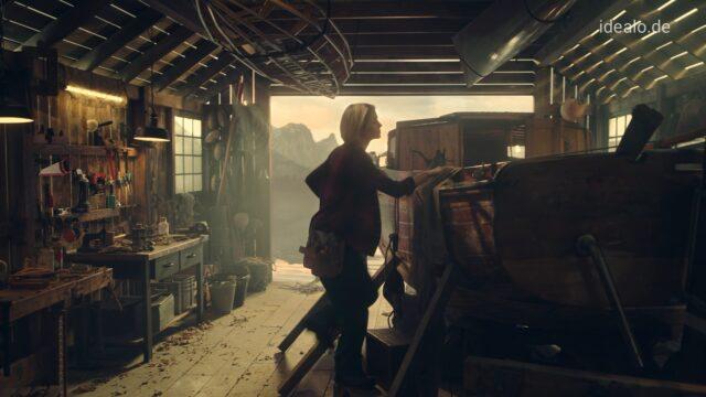 Frau in Werkstatt